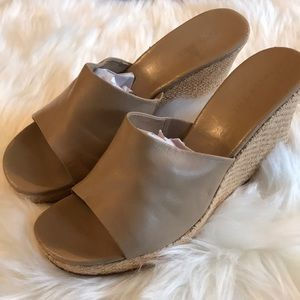 Nine West wedges in a light beige, sz 10